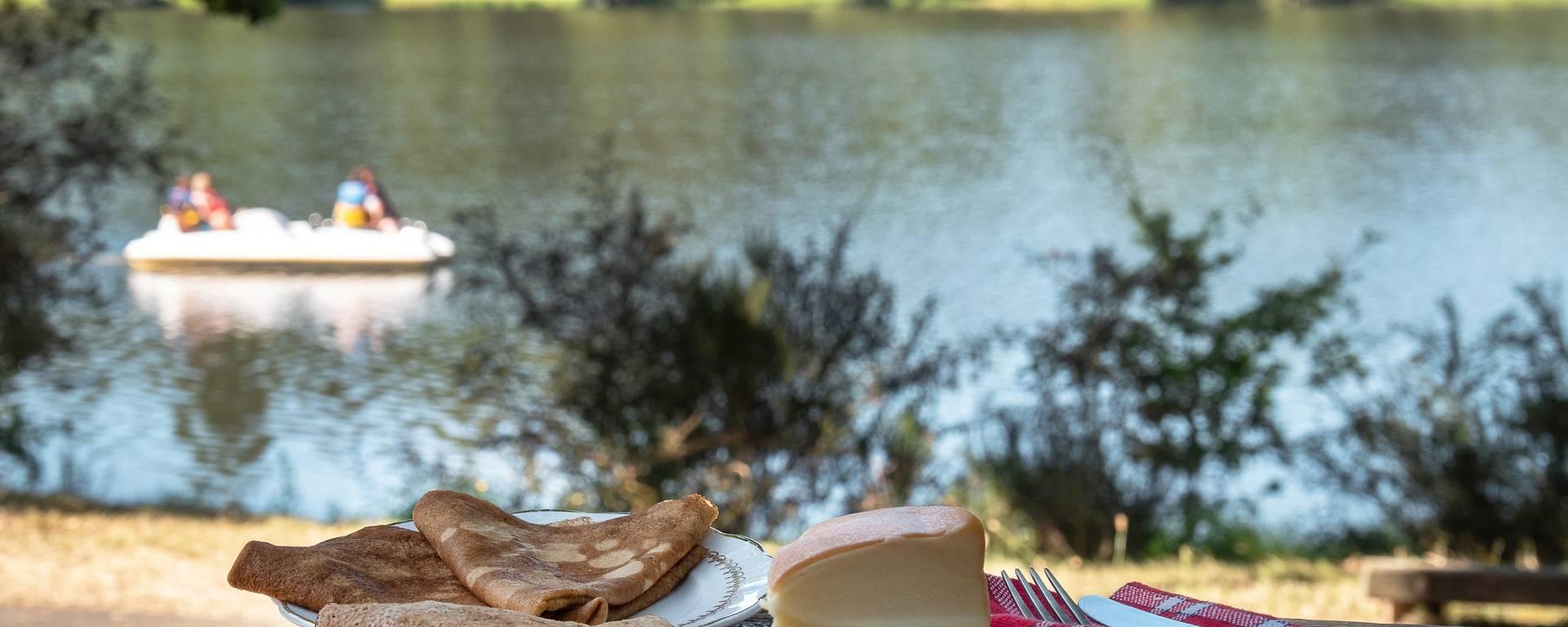 Pique-nique à Jugon-les-Lacs