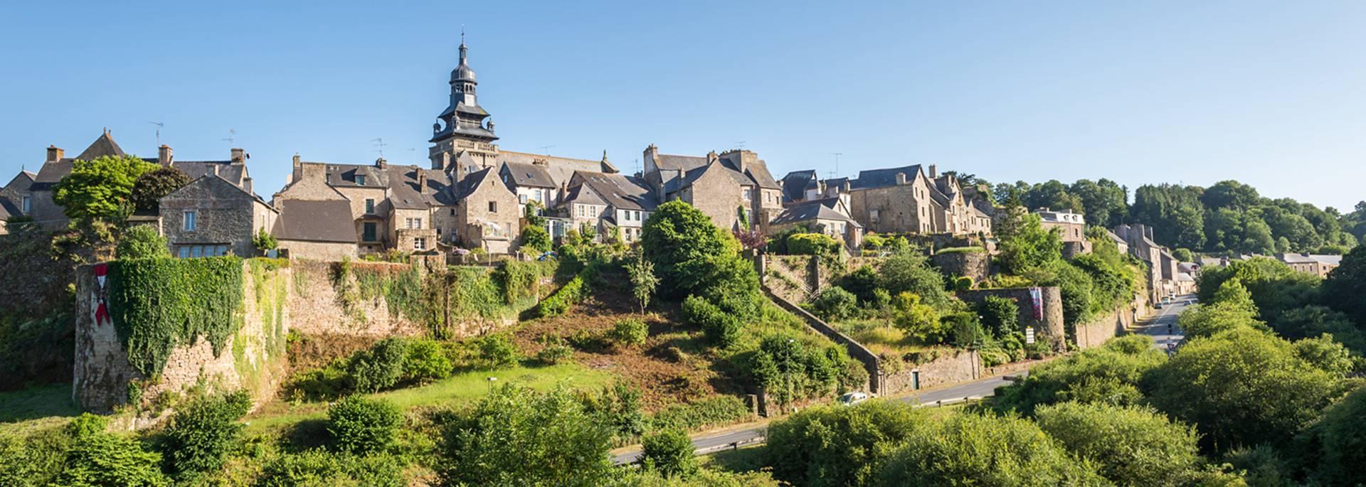 Vue de Moncontour en Bretagne