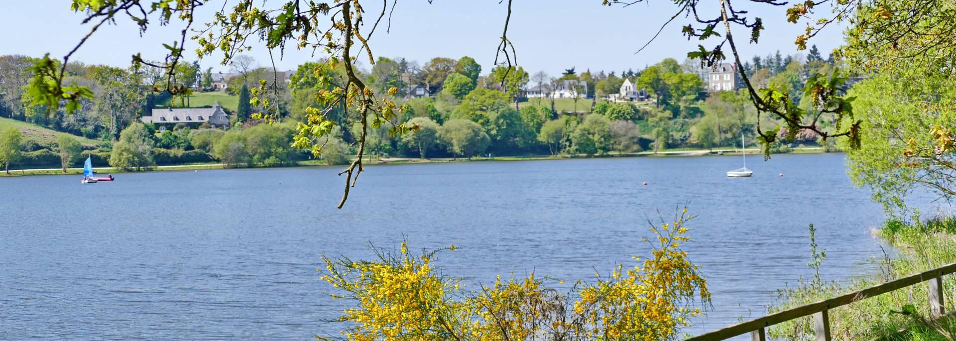 Promenade autour du lac de Jugon-les-Lacs