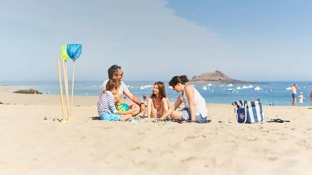En famille à la plage Saint Michel - Erquy